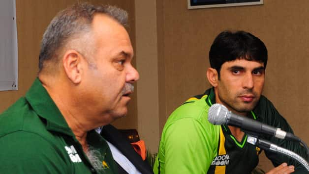 Dav Whatmore (left) believes PCB will decide what is best for Pakistan cricket in the current ICC controversy © AFP