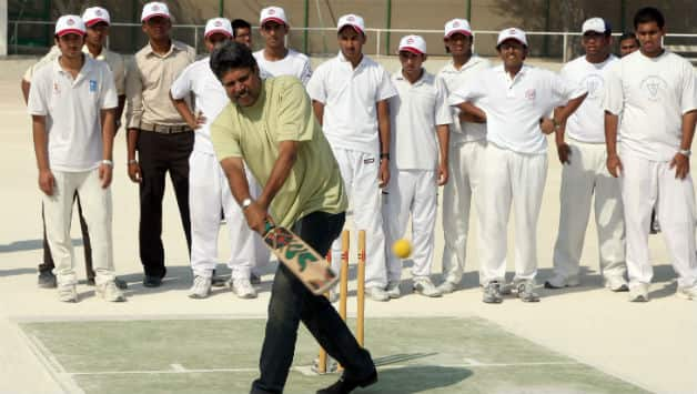 The writer's most cherished memory of Kapil Dev was in a green tee and a blue jeans when he came to the former's school for an advertising campaign © Getty Images (File Photo)