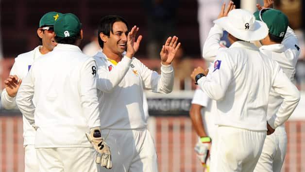 Pakistan players celebrate the fall of Sri Lanka batting mainstay Mahela Jayawardene © AFP