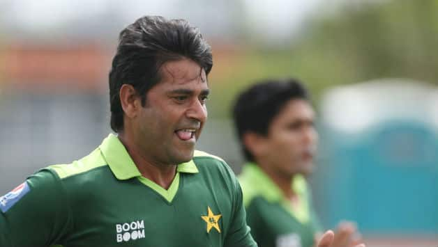 Aaqib Javed Assistant Coach of Pakistan warms up with the team during a Pakistan training session at Colin