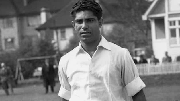Alimuddin-(left)-and-Hanif-Mohammad-are-the-opening-bats-for-Pakistan,-playing1