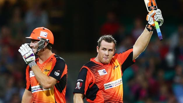 Craig Simmons (right) hit a sparkling ton to take the Perth Scorchers total to 193 for 5 © Getty Images