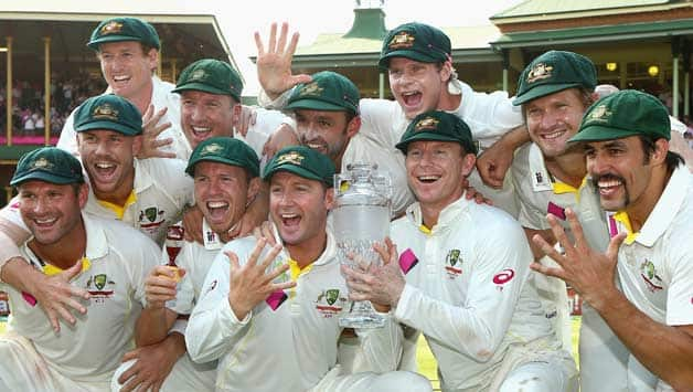 The-Australian-team-pose-after-winning-the-Ashes-series-5-0-during-day-three-of-the-Fifth