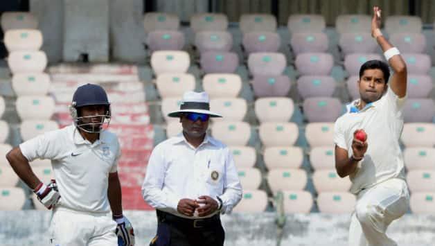 R Vinay Kumar took six wickers for Karnataka on Day One © PTI (File Photo)