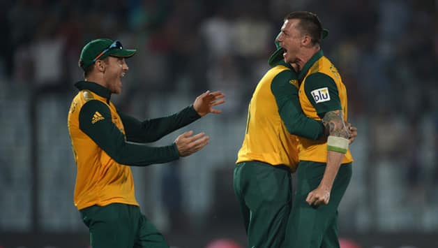 Dale Steyn's (right) last over heroics helped South Africa beat New Zealand in ICC World T20 2014 © Getty Images