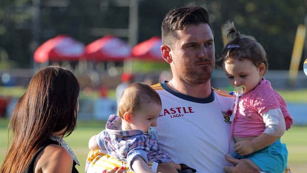 Graeme-Smith-and-his-kids-Cadance-and-Carter-during-day-5-of-the-3rd-Test-match-between-South-A