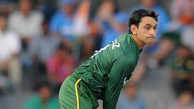 Mohammad-Hafeez-of-Pakistanbowls-during-the-ICC-World-Twenty20-2012-Super-Eights-Group-2-match-between-Australia-and-Pakistan