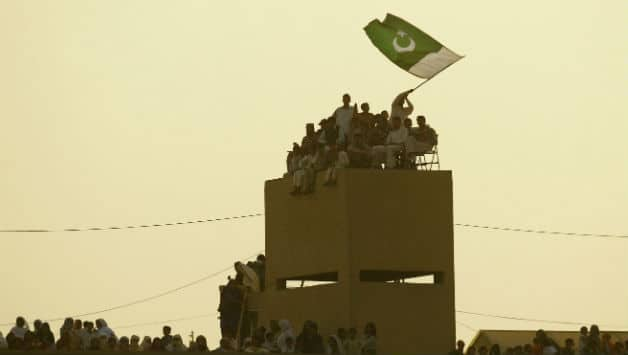 Pakistan supporters celebrate on rooftops © Getty Images