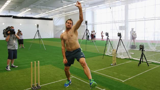 Ryan-Harris-bowls-in-the-new-National-Cricket-Centre-nets-during-the-Australia-Test-Squad-Announcement6