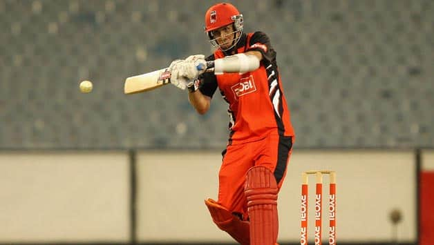 Tom-Cooper-of-the-Redbacks-plays-a-shot-during-the-Ryobi-One-Day-Cup-match-between
