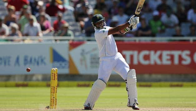 Vernon-Philander-of-South-Africa-bats-during-day-3-of-the-third-test-match-between-South-Afri