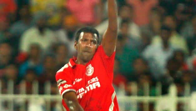 Lakshmipathy Balaji claimed four wickets and gave away only 13 runs against Sunrisers Hyderabad © IANS