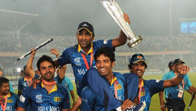 Mahela Jayawardene is carried around the ground by his teammates during the victory lap © Getty Images