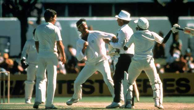 Dennis Lillee and Javed Miandad reduce a Test match arena into a fight ring © Getty Images