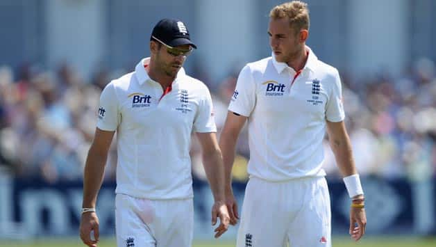 Stuart-Broad-(R)-of-England-talks-to-James-Anderson-during-day-two-of-the-1st-Investec-1