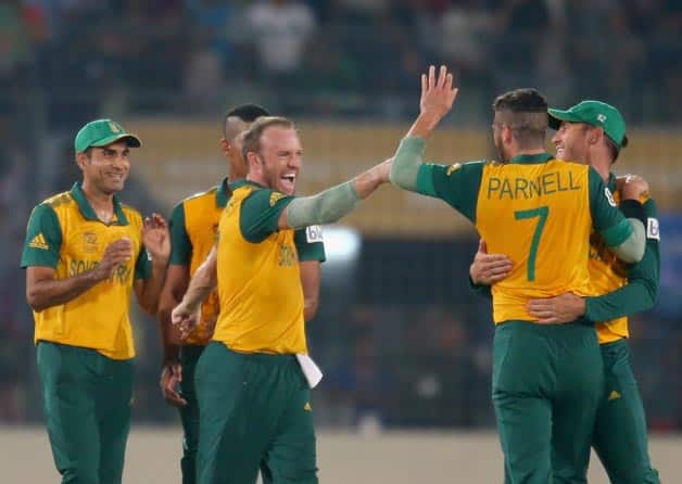 AB-de-Villiers-of-South-Africa-is-congratulated-by-his-teammates-after-taking-a-catch-to-dismiss-Ajinky-6