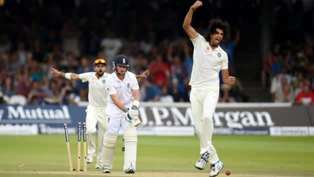 Ishant Sharma celebrates after dismissing Ian Bell © Getty Images