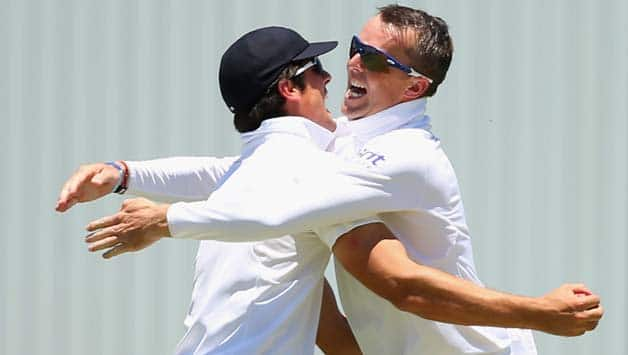 Graeme Swann implored Alastair Cook to indulge into beer and junk food © Getty Images