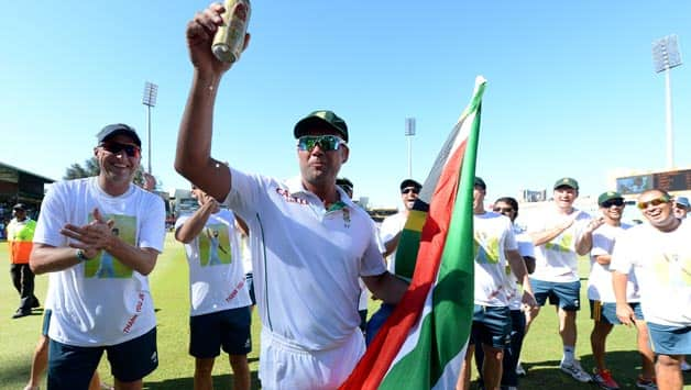 Jacques-Kallis-of-South-Africa-has-a-beer-from-the-sponsors-during-day-5-of-the-2nd-Test-match-betw
