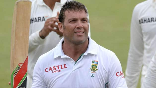 Jacques-Kallis-of-South-Africa-walks-off-on-78-not-out-during-day-3-of-the-2nd-Test-match-66