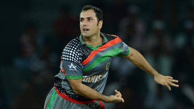 Mohammad Nabi would like to deliver with the ball © Getty Images (File photo)