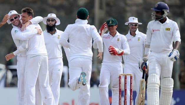 South-African-cricketer-Dale-Steyn-(2L)-celebrates-with-teammates-after-he