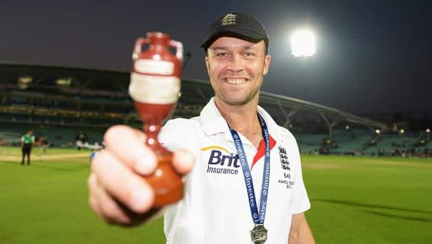 Jonathan-Trott-of-England-poses-with-the-urn-after-England-won-the-Ashes-during-da