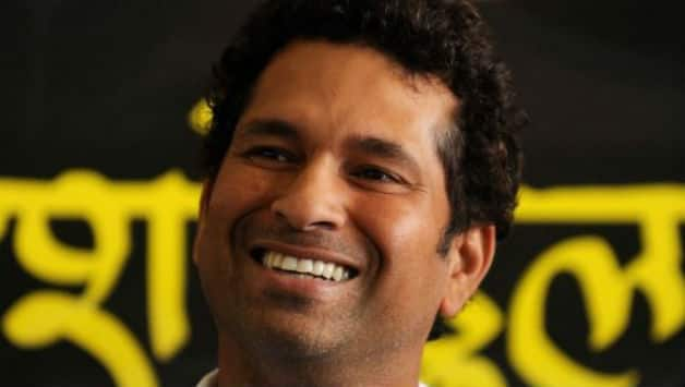 Sachin Tendulkar wshed his fans through Facebook © AFP