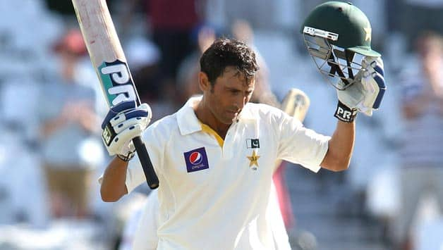 Younis-Khan-of-Pakistan-celebrates-after-reaching-his-hundred-during-Day-One-of-the-2nd-Test-match
