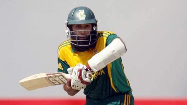 Hashim Amla scored 14 runs off 21 balls before getting caught by Elton Chigumbura off the bowling of Tendai Chatara © AFP (File Photo)