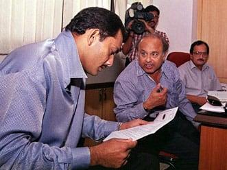 Court issues fresh non-bailable warrant against Mohammad Azharuddin