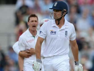 South Africa peg back England at lunch on day two