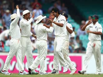 India should launch all-out attack against rampaging Australia at WACA