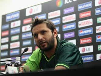 Afridi signs for Hampshire