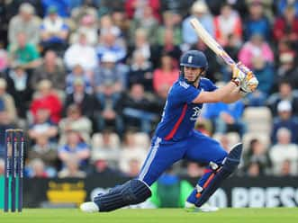 Craig Kieswetter, Jos Buttler push England to huge total against South Africa