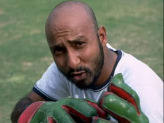 Syed Kirmani stopped from entering Karachi stadium; journalist comes to rescue