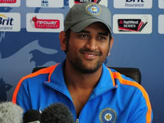 MS Dhoni speaks to the media on the eve of the third Test at Perth