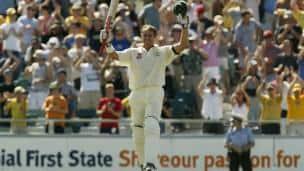 Matthew Hayden scores 380; becomes Test cricket's highest individual scorer
