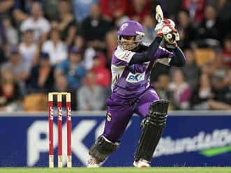 Owais Shah guides Hurricanes to a five-wicket win in Big Bash