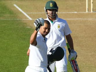 South Africa set for huge total in first innings of Wellington Test