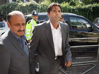 Mohammad Asif arrives late during spot-fixing trial