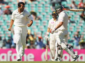 Geoff Lawson impressed by Zaheer Khan's wily bowling