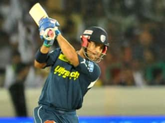 Duminy fifty pulls Chargers to 175