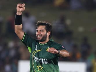 Afridi's five-for hastens Kenyan end