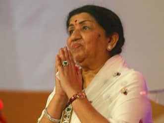 Lata Mangeshkar surprised by Akhtar's comments on Tendulkar