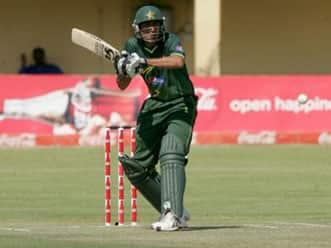 Zimbabwe restrict Pakistan to 247