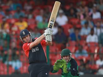 Bell, Trott lift England to consecutive 300s