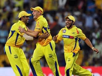 Vijay, Ashwin power Chennai Super Kings into IPL final