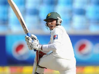 Adnan Akmal fifty gives Pakistan first innings lead of 146 runs