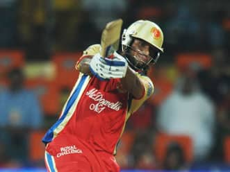 Saurabh Tiwary does an Arun Karthik to win thriller for RCB